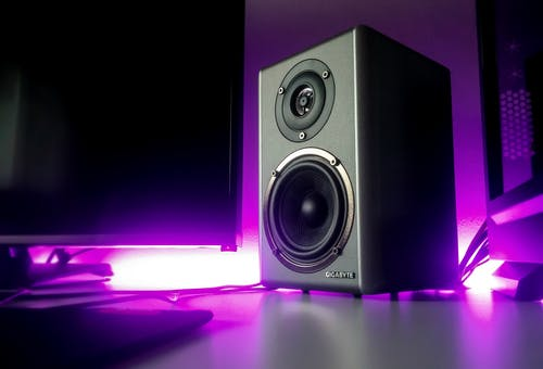 Will my speakers sound better with an amp?